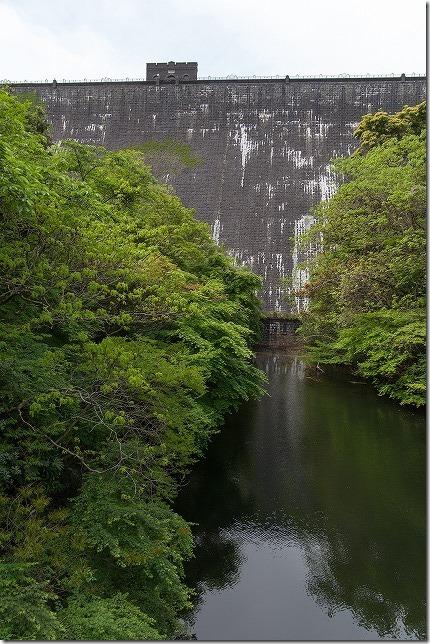 河内貯水池の石造りの堤防