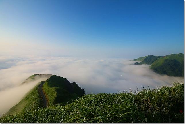 雲海の阿蘇 天空の道(ラピュタの道)