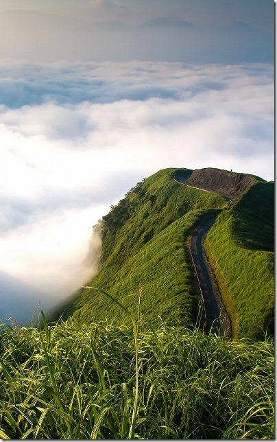 雲海に浮く 天空の道 ラピュタの道