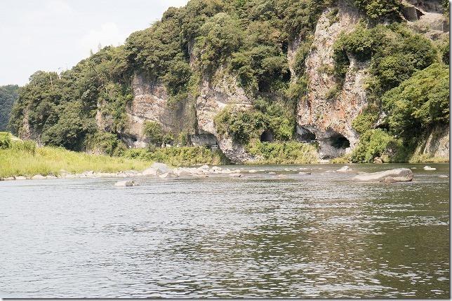 青の洞門を川から