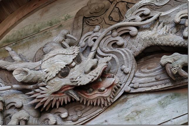 丸山八幡神社の楼門の龍