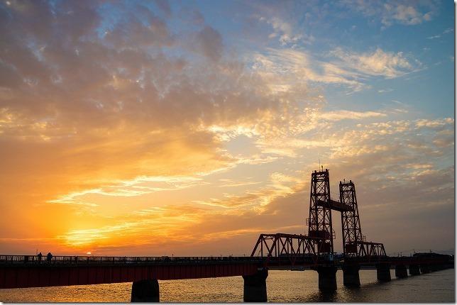 昇開橋に沈む夕日