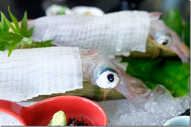 呼子加部島にある海上レストラン歳香亭のイカ活き造りり定食