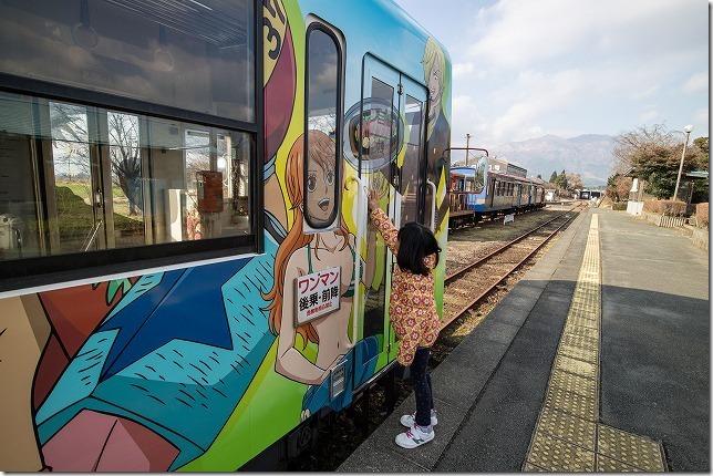 南阿蘇鉄道、ONEPIECEラッピング列車と子供