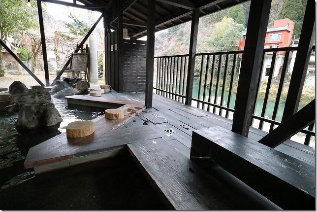 杖立温泉、川沿いの足湯