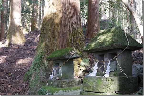 竹田、穴森神社の祠
