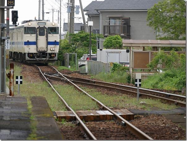 指宿駅に入る列車