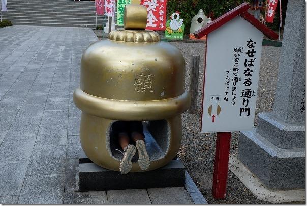 箱崎八幡神社の鈴を通り抜けて