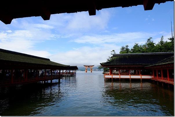 宮島の厳島神社から鳥居