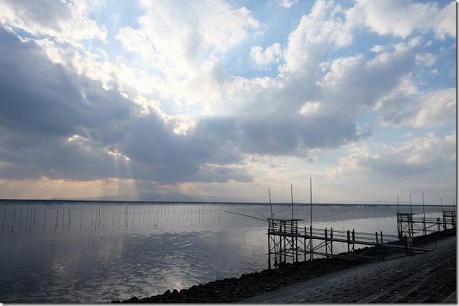 ひまわり畑近くの防波堤上から有明海