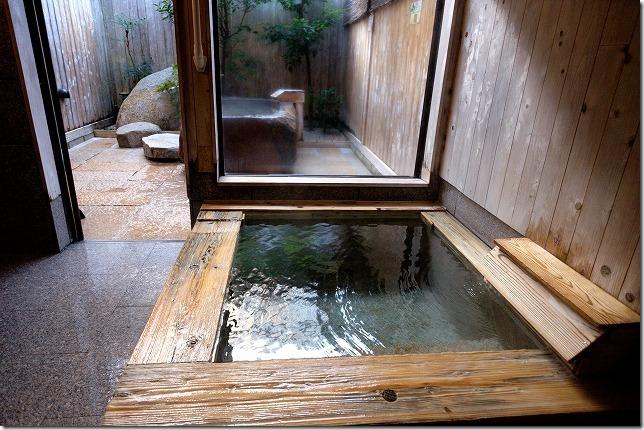 平山温泉、家族風呂、湯の川の内湯