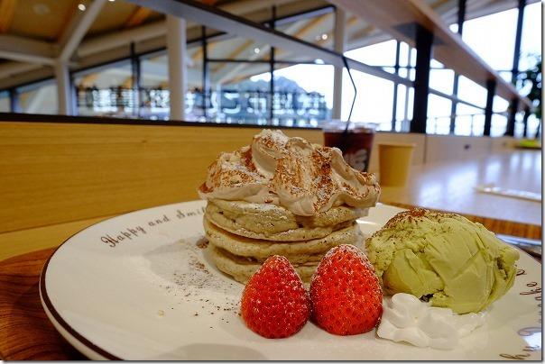 武雄市こども図書館の佐賀県産いちごののパンケーキ