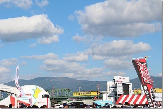 佐賀バルーンフェスタの屋台と電車