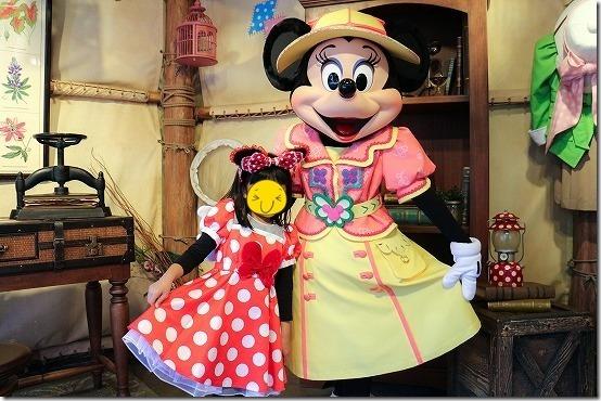 ディズニーシーでミニーちゃんと写真