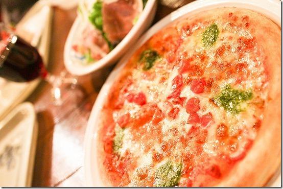 ディズニーシーでピザと赤ワイン