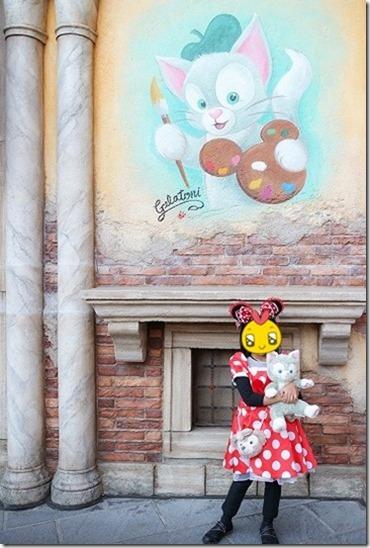 子供とジェラトーニの壁画