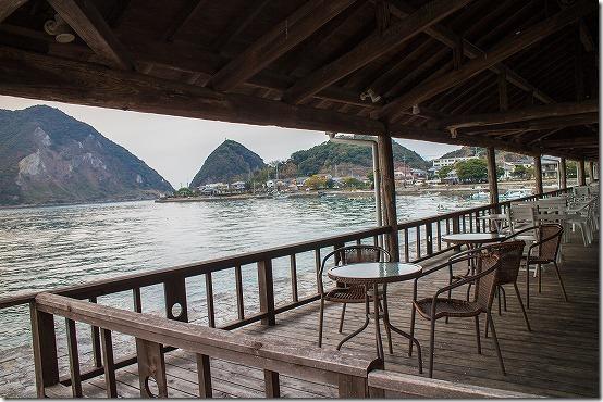 三角西港のカフェのテラス