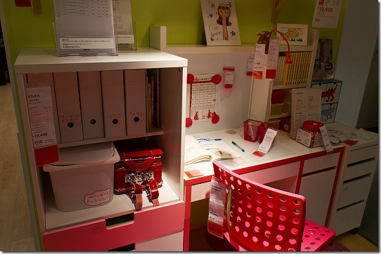 IKEAで子供用の机セット