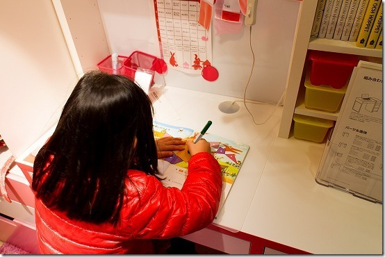 IKEAで子供用の机