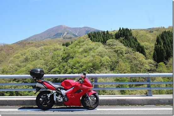 涌蓋山とバイク