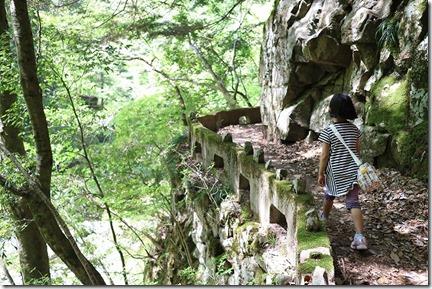 三段峡を散策 崖
