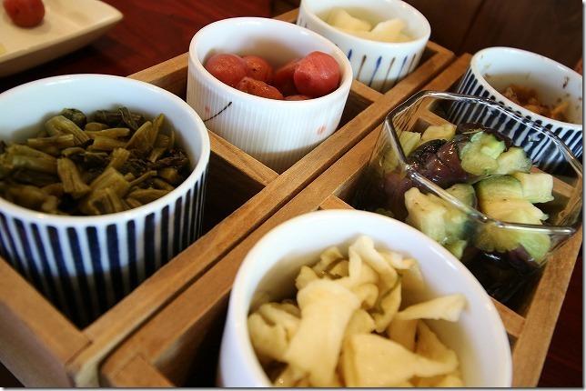 高森 とくまる食堂で食事 お漬物がいっぱい!