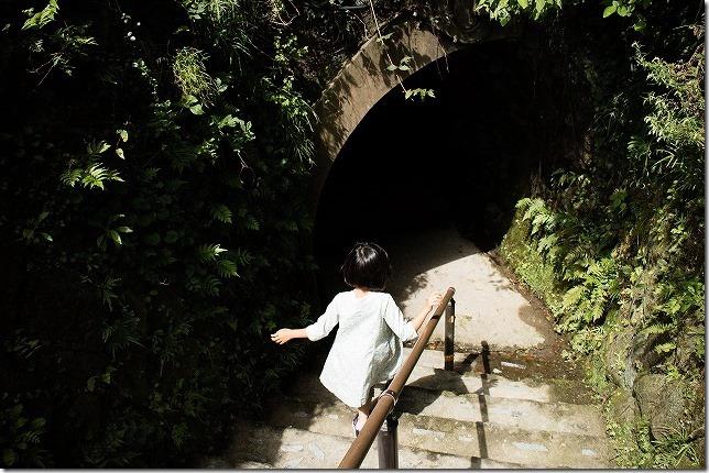 青の洞門へ入る