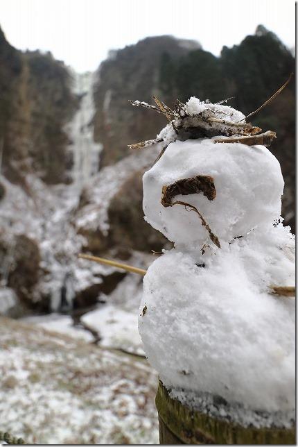 阿蘇 凍った滝 古閑の滝と雪だるま