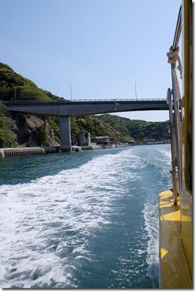 青海島観光船で青海大橋を