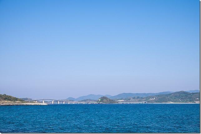 角島大橋を角島漁港へ向かう海岸線から