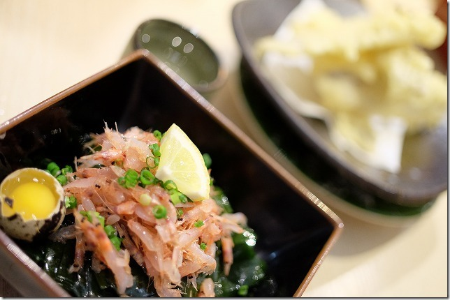 木の葉モールの寿司屋、桜海老と新わかめの和物