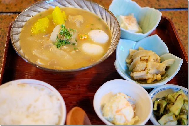 玖珠、金太郎のだんご汁定食