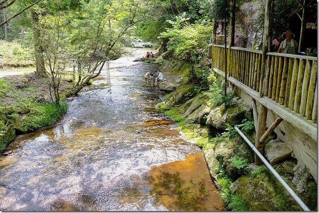 岳切渓谷で水遊びと川歩き(大分県宇佐市)