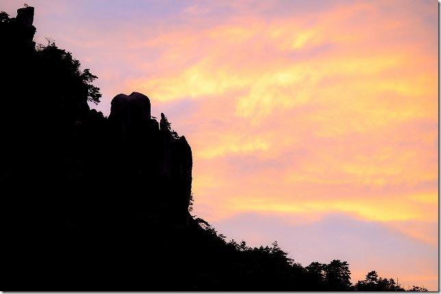 宇戸の庄の夕暮れと奇岩・巨石