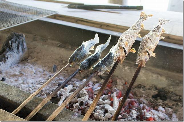 玖珠、宇戸の庄で山女の塩焼き