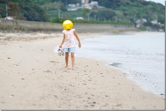 糸島の浜で子供