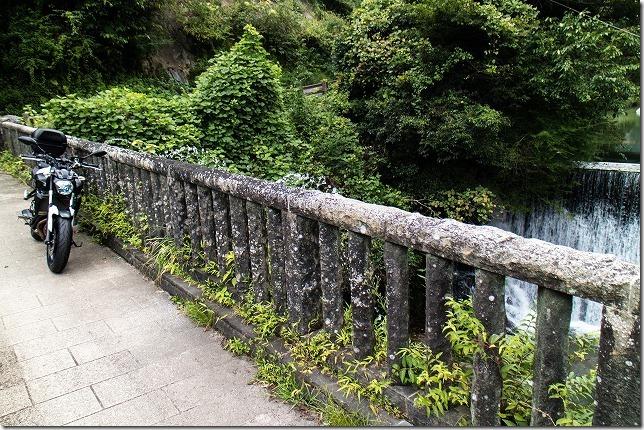 水のでる石橋、背振のめがね橋にバイク