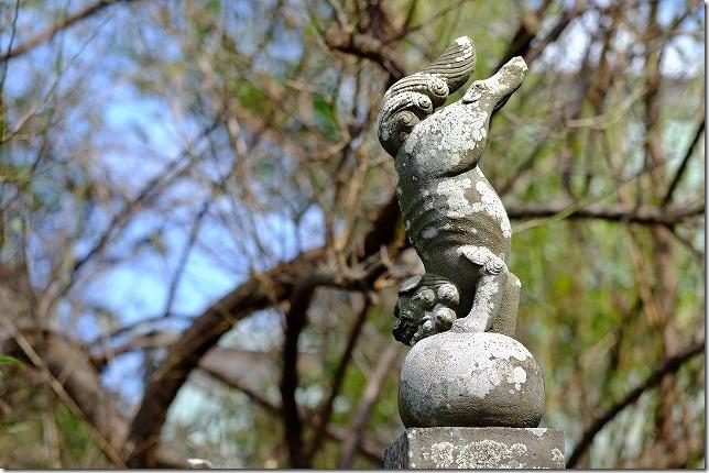 加部島の田島神社の逆立ち狛犬