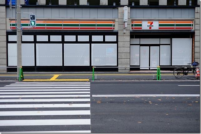 博多駅前の陥没後、セブンイレブン