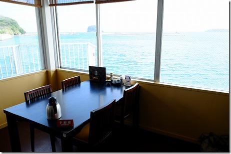 呼子加部島にある海上レストラン歳香亭の店内