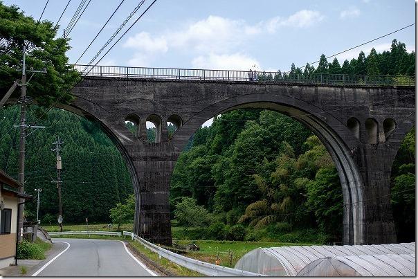 幸野川橋梁を下から