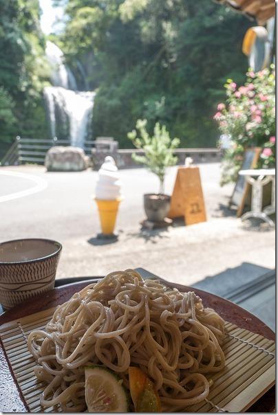 慈恩の滝を見ながら珈滝で食事