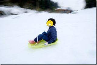 三瀬温泉で雪見と神水川栗並運動公園でソリ遊び