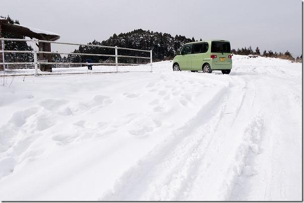 雪の樫原湿原(かしばるしつげん)の駐車場