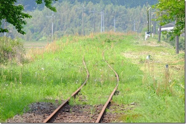 南阿蘇鉄道,長陽駅から草むらに沈むレール
