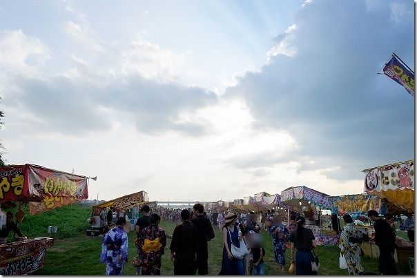 筑後川花火大会の人出、屋台