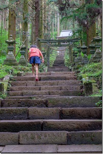 上色見熊野座神社の長い石段