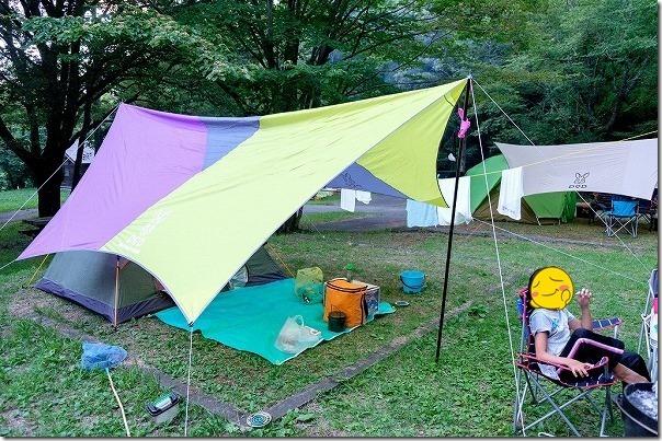 休暇村南阿蘇,オートキャンプ場でテント、テーブル