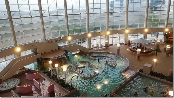 多久で温泉&プールが楽しめるTAQUAのプールエリア