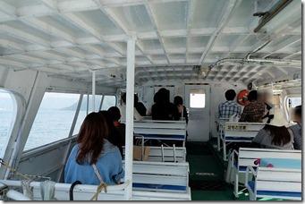 三原・須波港から大久野島への高速船の船内